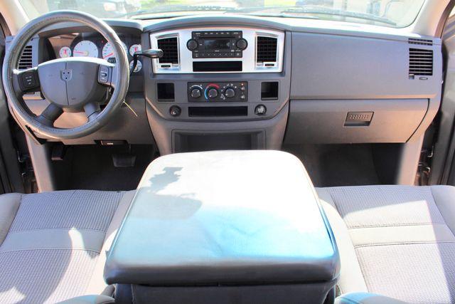 2007 Dodge Ram 2500 SLT Quad Cab 4X4 5.9L Cummins Diesel Auto Sealy, Texas 49