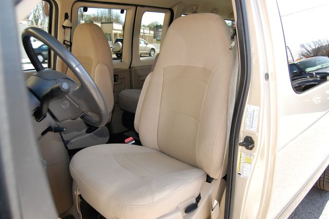2007 Ford E150 Chateau Charlotte, North Carolina 5