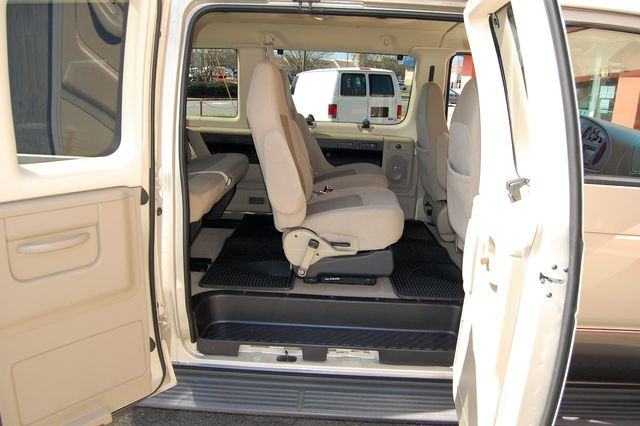 2007 Ford E150 Chateau Charlotte, North Carolina 7