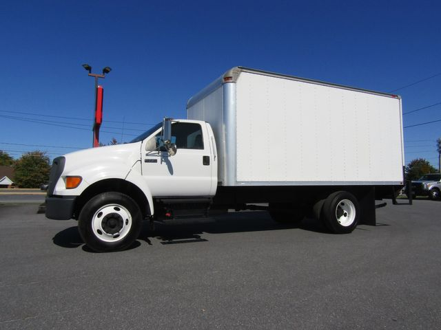 2007 Ford F750 16' Box Truck with Lift Gate 5.9L Cummins Non CDL