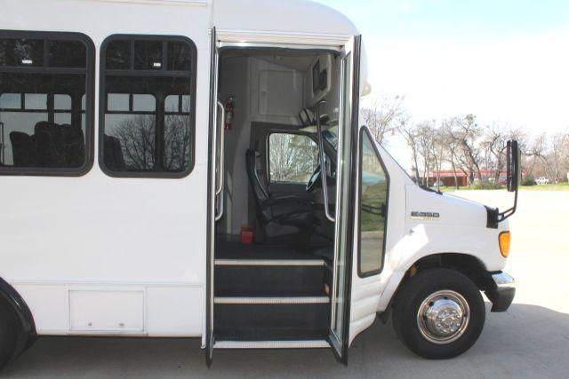 2007 Ford E350 15 Passenger Starcraft Shuttle Bus Irving, Texas 13