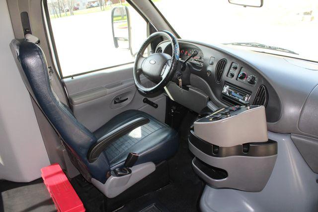 2007 Ford E350 15 Passenger Starcraft Shuttle Bus Irving, Texas 17