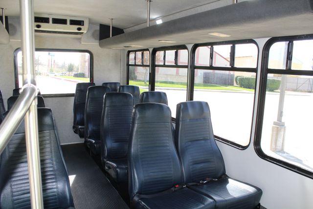 2007 Ford E350 15 Passenger Starcraft Shuttle Bus Irving, Texas 18