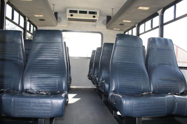 2007 Ford E350 15 Passenger Starcraft Shuttle Bus Irving, Texas 23