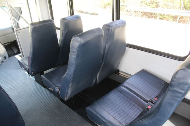 2007 Ford E350 15 Passenger Starcraft Shuttle Bus Irving, Texas 29