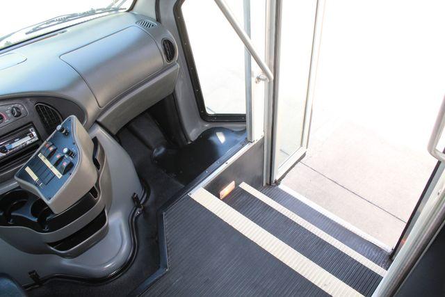 2007 Ford E350 15 Passenger Starcraft Shuttle Bus Irving, Texas 40