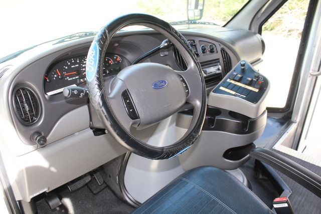 2007 Ford E350 15 Passenger Starcraft Shuttle Bus Irving, Texas 50