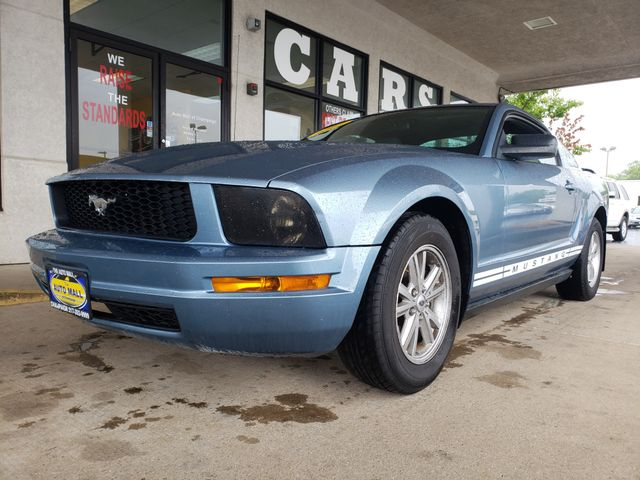 2007 Ford Mustang Deluxe   Champaign, Illinois   The Auto Mall of Champaign in Champaign Illinois