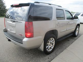2007 GMC Yukon SLT Farmington, MN 1
