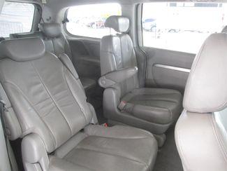 2007 Hyundai Entourage Limited Gardena, California 11