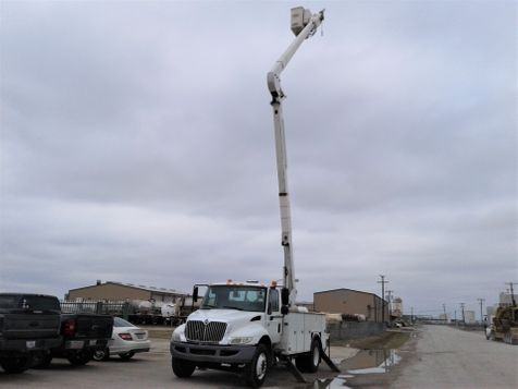 2007 International 4300 DT466 60' TEREX W/ MATERIAL HANDLER BUCKET TRUCK in Fort Worth, TX