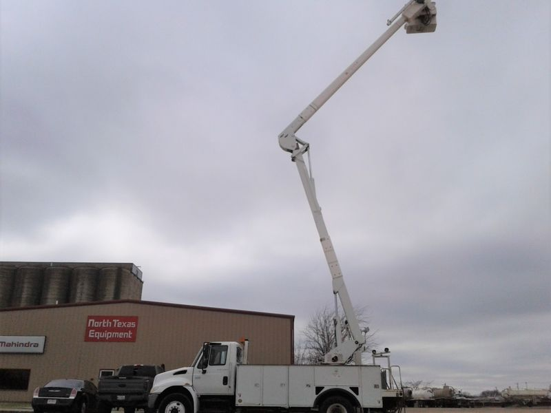 2007 International 4300 DT466 60 TEREX W MATERIAL HANDLER BUCKET TRUCK  city TX  North Texas Equipment  in Fort Worth, TX
