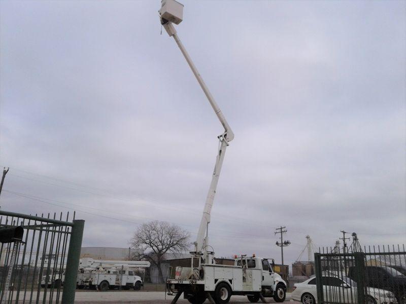 2007 International 4300 DT466 60 TEREX W MATERIAL HANDLER BUCKET TRUCK  city TX  North Texas Equipment  in Fort Worth, TX