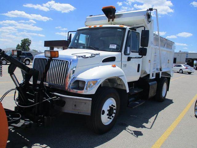 2007 International 7400 snow plow-stainless spreader in Chesterfield, Missouri 63005
