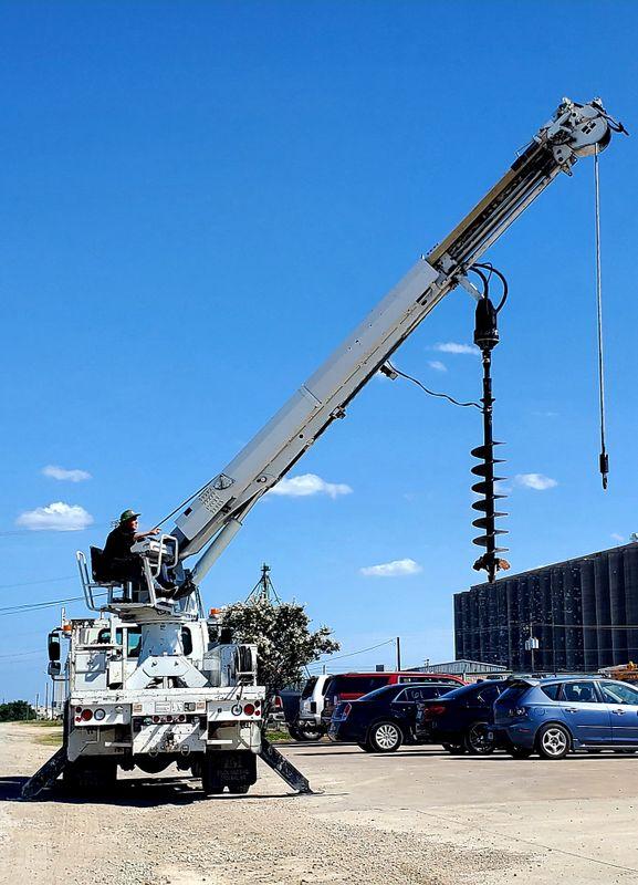 2007 International 4300 ALTEC DM47-TR DIGGER DERRICK 3 STAGE 42 FOOT  POLE GRAB HEEL WINCH  city TX  North Texas Equipment  in Fort Worth, TX