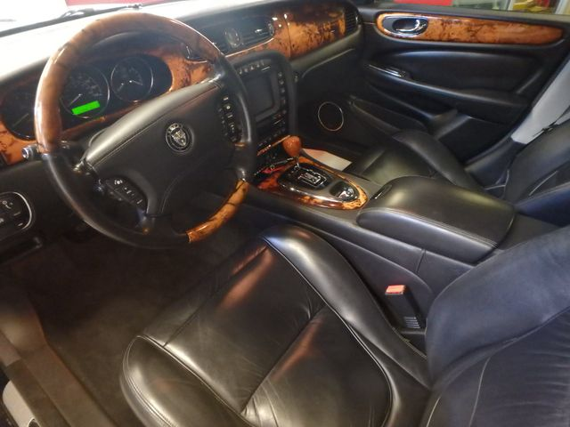 2007 Jaguar Xj8l. Stunning AND PROUD, VERY  NICE LIMO EDITION Saint Louis Park, MN 2