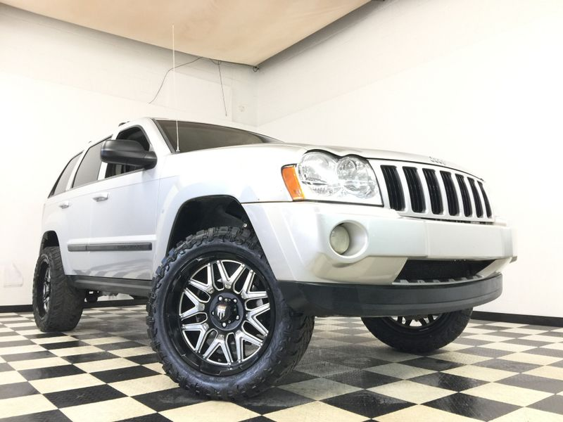 2007 Jeep Grand Cherokee *Fully Loaded*Lifted on Off-Road Rims & Tires!*   The Auto Cave in Addison