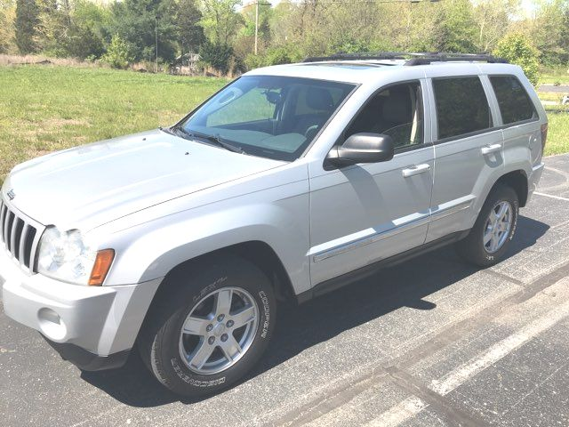 2007 Jeep-Carfax Clean! 4x4! Grand Cherokee-LEATHER! MOONROOF! Laredo-BUY HERE PAY HERE! Knoxville, Tennessee 3