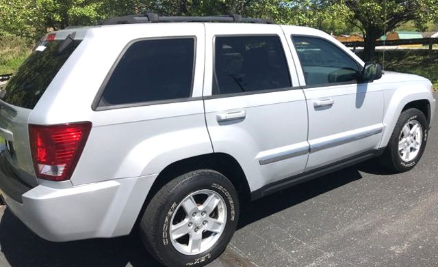 2007 Jeep-Carfax Clean! 4x4! Grand Cherokee-LEATHER! MOONROOF! Laredo-BUY HERE PAY HERE! Knoxville, Tennessee 4