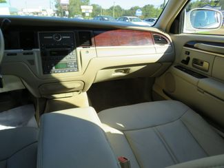 2007 Lincoln Town Car Signature Limited Batesville, Mississippi 26