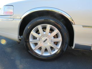 2007 Lincoln Town Car Signature Limited Batesville, Mississippi 16