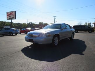 2007 Lincoln Town Car Signature Limited Batesville, Mississippi 3