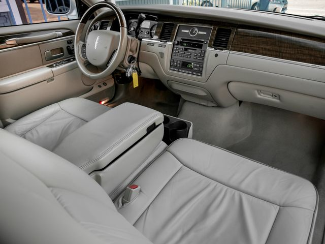 2007 Lincoln Town Car Designer Series Burbank, CA 11