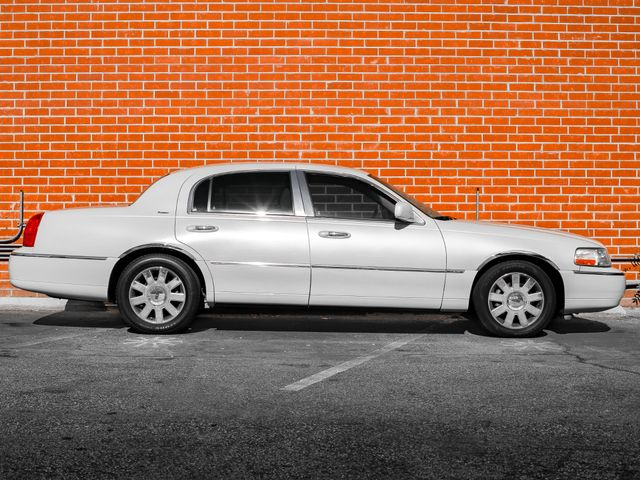 2007 Lincoln Town Car Designer Series Burbank, CA 4