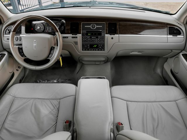 2007 Lincoln Town Car Designer Series Burbank, CA 8