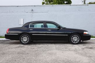 2007 Lincoln Town Car Signature Limited Hollywood, Florida 3