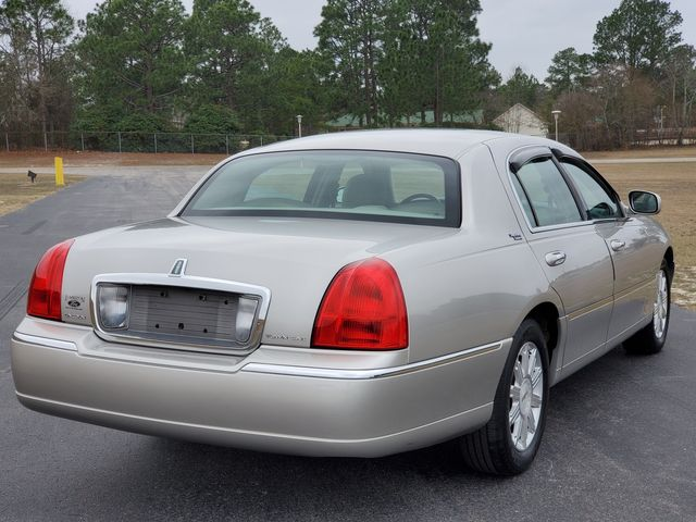 2007 Lincoln Town Car Signature Limited in Hope Mills, NC 28348