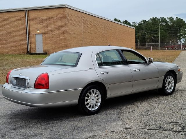 2007 Lincoln Town Car Signature in Hope Mills, NC 28348