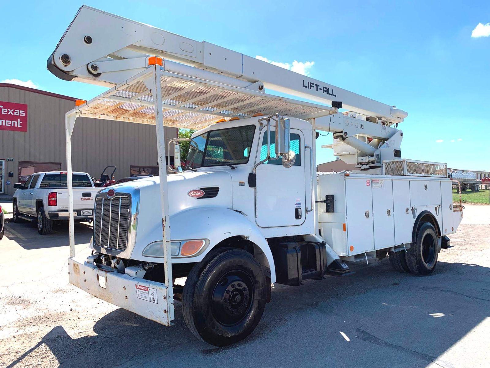 2007 Peterbilt 335 BUCKET TRUCK city TX North Texas Equipment