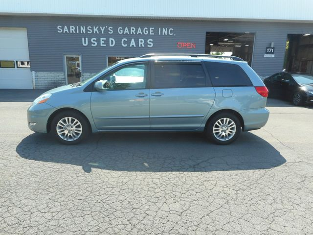 2007 Toyota Sienna XLE in New Windsor, New York 12553