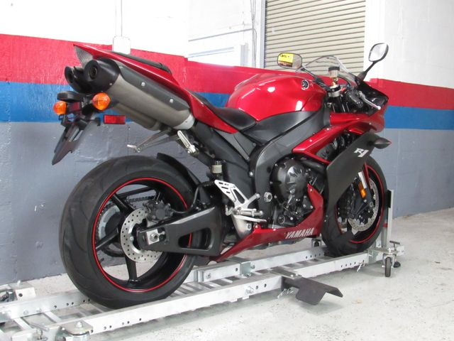2007 Yamaha YZF-R1 in Dania Beach , Florida 33004