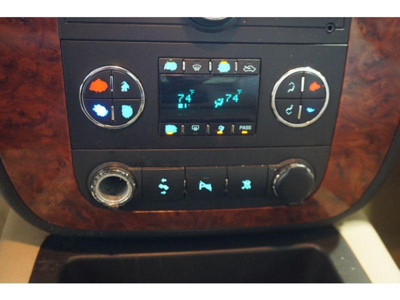 2008 Chevrolet Avalanche LT w2LT  city Texas  Vista Cars and Trucks  in Houston, Texas