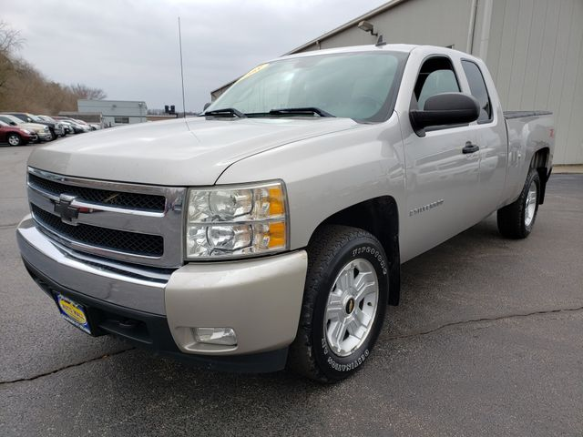 2008 Chevrolet Silverado 1500 Z71 LT  | Champaign, Illinois | The Auto Mall of Champaign in Champaign Illinois