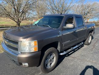 2008 Chevrolet-Crew Cab! Auto! Silverado 1500 LT in Knoxville, Tennessee 37920