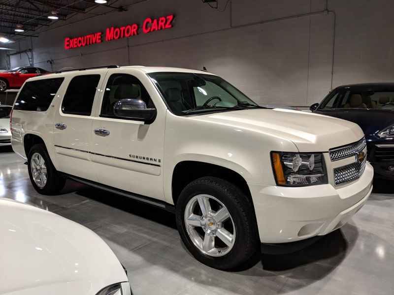 2008 Chevrolet Suburban LTZ  Lake Forest IL  Executive Motor Carz  in Lake Forest, IL