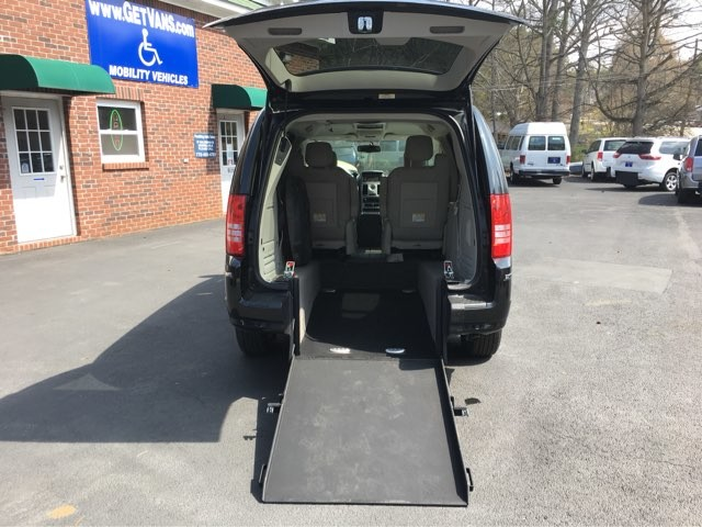 2008 Chrysler Town & Country Limited Handicap Accessible Wheelchair Van