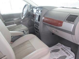 2008 Chrysler Town & Country Touring Gardena, California 7