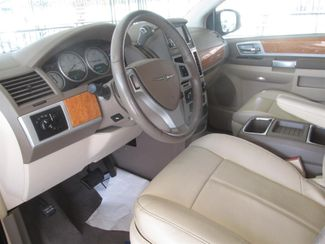 2008 Chrysler Town & Country Limited Gardena, California 4