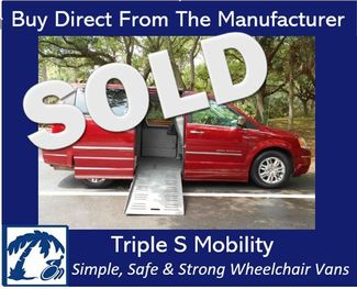 2008 Chrysler Town & Country Limited Wheelchair Van Handicap Ramp Van Pinellas Park, Florida