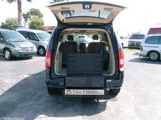 2008 Chrysler Town & Country Lx Wheelchair Van Handicap Ramp Van DEPOSIT Pinellas Park, Florida 4