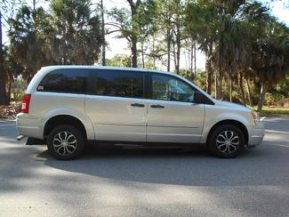 2008 Chrysler Town & Country Lx Wheelchair Van Handicap Ramp Van DEPOSIT Pinellas Park, Florida 2