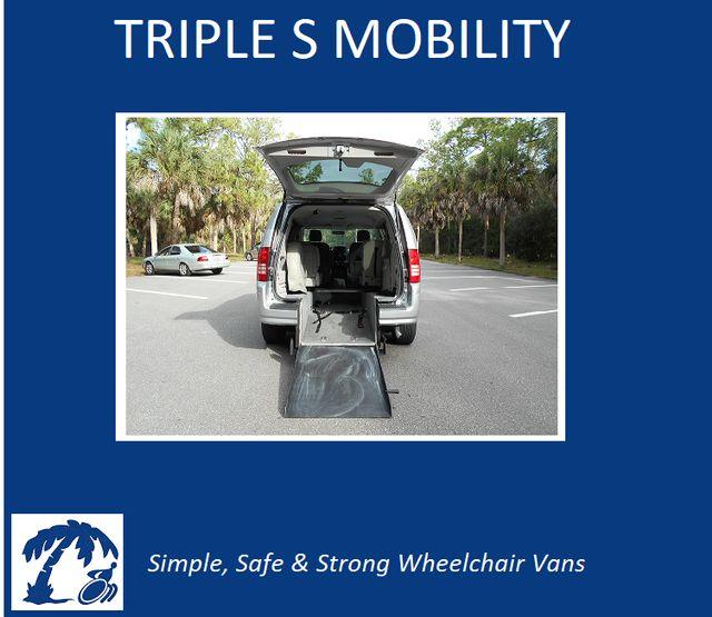 2008 Chrysler Town & Country Lx Wheelchair Van Pinellas Park, Florida 1