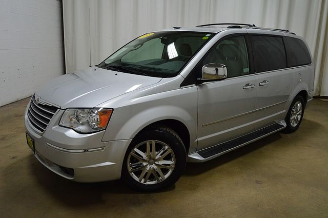 2008 Chrysler Town & Country Limited in Merrillville, IN 46410