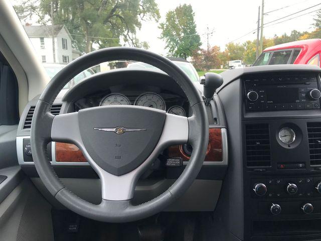 2008 Chrysler Town & Country Touring Ravenna, Ohio 9