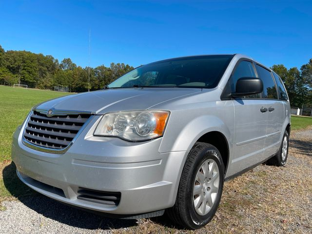 2008 Chrysler Town & Country LX in , Ohio 44266