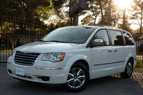 2008 Chrysler Town & Country Limited in , Texas